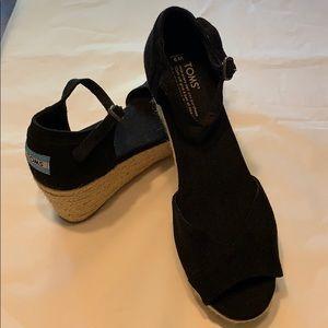 Like new black Toms wedge platform sandal size 9